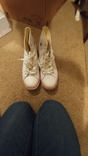Leather converse women size 8 for Sale in Orlando, FL
