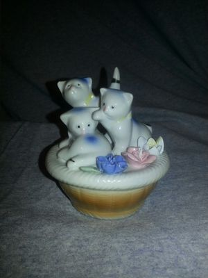 Cat Figurine for Sale in Willow Spring, NC