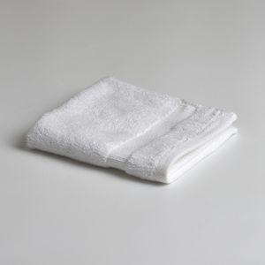 60 PCs whole sale 15lbs Bath Towles ComB Cotton for Sale in Florida City, FL