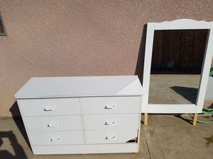 Dresser + Mirror for Sale in Cutler, CA