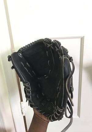 Nike Baseball Glove for Sale in Cleveland Heights, OH