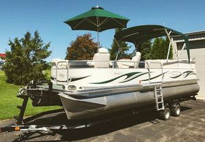 2006 Manitou Legacy Pontoon Boat and Trailer for Sale in San Francisco, CA