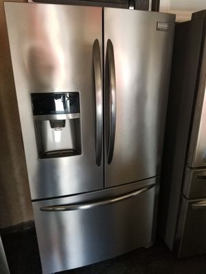 FRIGIDAIRE GALLERY FRENCH DOOR STAINLESS STEEL COUNTER DEPTH for Sale in Santa Ana, CA