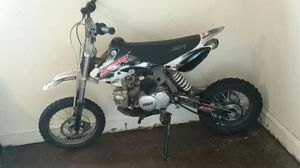 Black and white 125CC SSR dirt bike for Sale in Beckley, WV