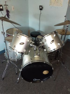 5 piece Ludwig with extra floor tom and cymbals for Sale in Avalon, GA