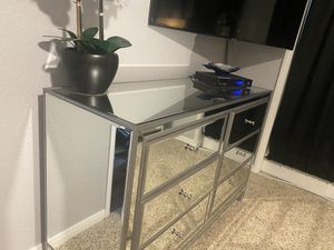 6 Drawer Mirrored Dresser with chrome knobs for Sale in San Diego, CA