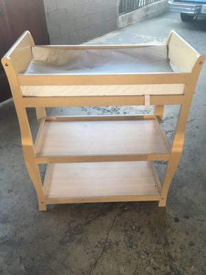 Baby changing table / Mesa para cambiar bebés for Sale in Whittier, CA