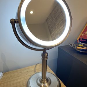 2 Sided Light Up Makeup/vanity Mirror for Sale in Brooklyn, NY