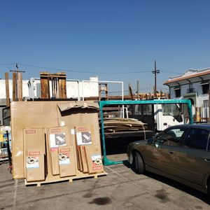 2004 Flatbed truck with gates for Sale in Los Angeles, CA