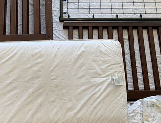 Pottery barn Kendall Crib And Mattress for Sale in Everett,  WA
