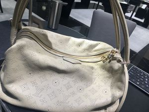 Louis Vuitton leather bag for Sale in Las Vegas, NV