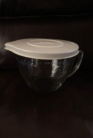 Anchor ovenware glass Pyrex large 2 qt measuring cup with lid for Sale in Las Vegas, NV