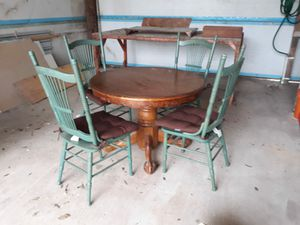 Round dining table for Sale in San Benito, TX