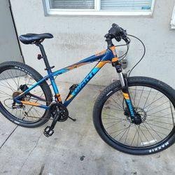 Giant Talon Mountain Bike 27.5 for Sale in Miami, FL