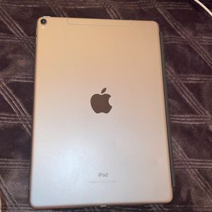 iPad Pro 64gb 10.5in for Sale in Covington, WA