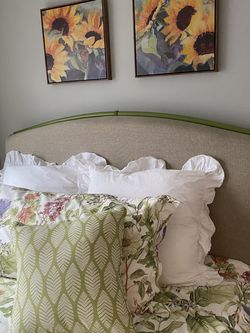 Upholstered queen size headboard for Sale in Everett,  WA