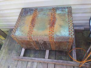Metal trunk for Sale in Baton Rouge, LA