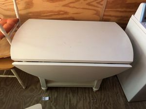 Extendable white kitchen table for Sale in Stone Mountain, GA