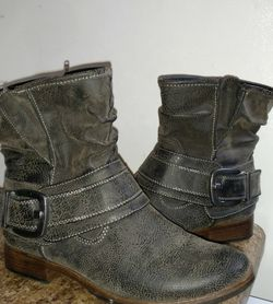 """Madeline """"Bless You Too"""" Ankle Boots Size 8 for Sale in Marbury,  AL"""