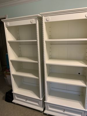 White Bookshelves ( two quantity) for Sale in Fort Lauderdale, FL