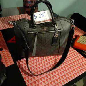 guess bolso bues estado solo un poco sucia por dentro esta en buen precio 15 dlrs. for Sale in San Jose, CA