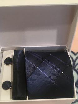 New Silk Tie And Cufflinks Gift Set for Sale in Redmond,  WA