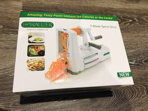 Vegetable and fruit Spiralizer 7 in one for Sale in Los Angeles, CA