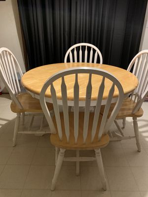 Round table for Sale in Chapel Hill, NC