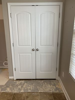 Interior double door with ball catch, excellent condition. for Sale in Fort Mill, SC