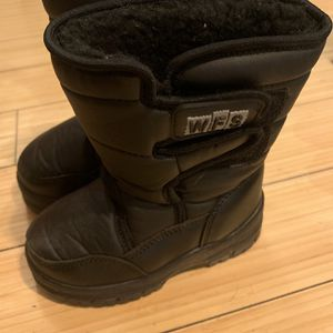 WFS snow boots for kids for Sale in Los Angeles, CA