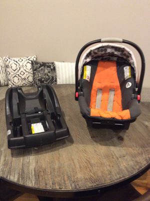 GRACO INFANT CARSEAT w/ BASE for Sale in Chicago, IL
