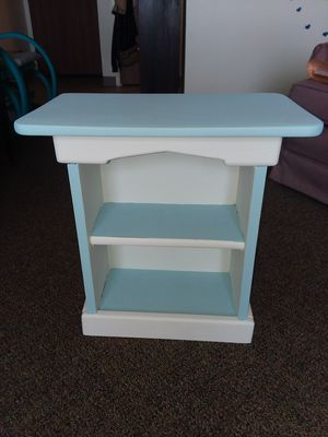 Small shelf table for Sale in East Peoria, IL
