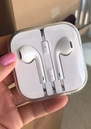 Apple 🍎Headphone Remote &Mic For Apple iPhone 4/4S /5/5C /5S /6/6 PLUS /6S /6S PLUS Samsung Galaxy /Lg Universal for Sale in Attleboro, MA