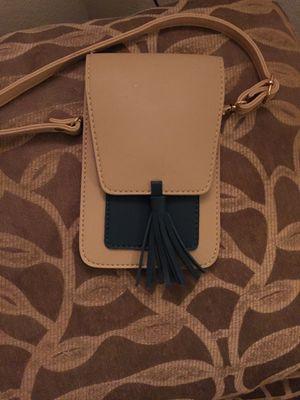 Shoulder wallet and phone holder for Sale in Las Vegas, NV