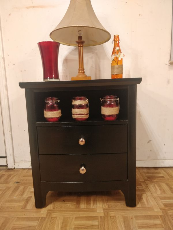 """Like new black modern night stand with 2 drawers & shelf in great condition all drawers working well, dovetail drawers. L23.5""""*W27.5""""*H27.5"""""""