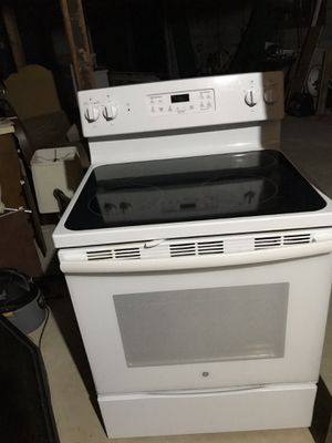 GE Oven Basically Brand New! Retail $578 for Sale in Fairburn, GA