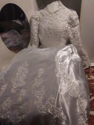 Never Worn White Wedding Dress for Sale in Fruitdale, SD
