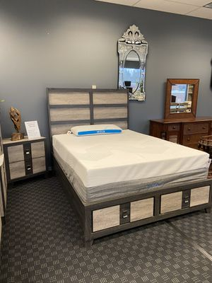Queen Platform Bed Frame W/ Storage Drawers for Sale in Vancouver, WA
