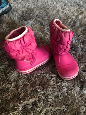 Toddler girl crocs boots size 8 for Sale in Visalia, CA