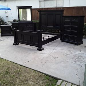Very Nice Solid Wood Black Queen Bed Set for Sale in Fresno, CA