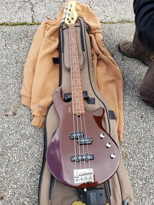 GodinFreeway 4 Electric Bass GuitarAutumn Brown with Godin Gig Bag for Sale in Hilliard, OH