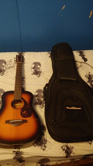 Yamaha 3/4 Acoustic Guitar With Gig Bag for Sale in House Springs, MO