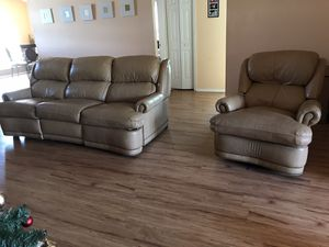 Leather recliner/living room set for Sale in Cypress Gardens, FL