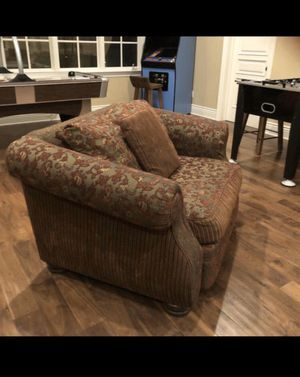 In Great Condition , Custom Made CHAIR AND A HALF. for Sale in La Cañada Flintridge, CA