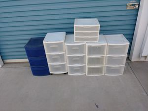 6 plastic containers white and one blue for Sale in Selma, CA