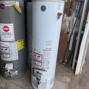 40 Gallon Water Heater for Sale in Apple Valley, CA