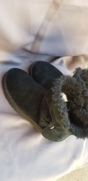 Excellent condition uggs size 9 for Sale in Bellflower, CA