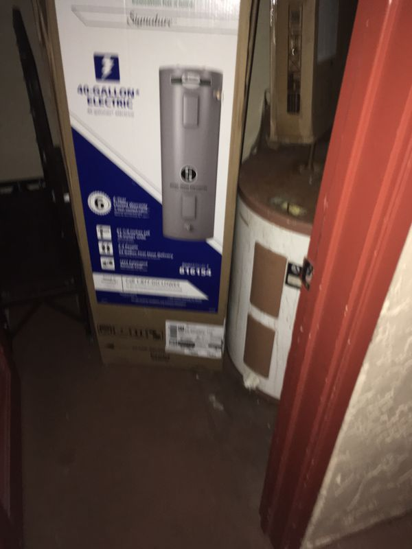 Lowe's AO SMITH 40 gallon tall electric hot water heater /1 day old