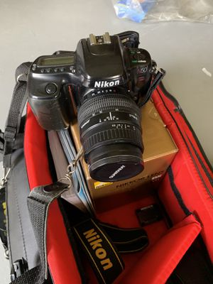 Nikon camera, bag and extra lens for Sale in Bensalem, PA
