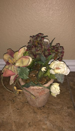 Vase with artificial flowers for Sale in Irving, TX